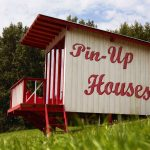 DIY wood vacation pin-up houses